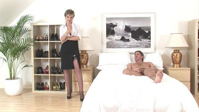 Kirmess milf foetus sonia uses her fetish gifts