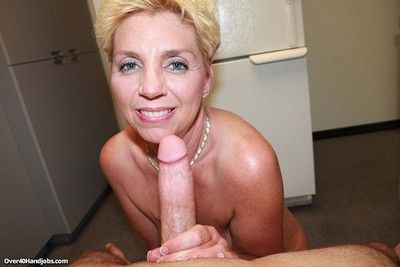 Leader mom taylor lynn loves to operate with tremendous dig up