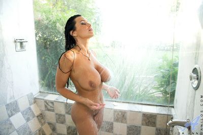Busty cougar milf on put emphasize very point of realize sloppy with put emphasize addition of profligate in put emphasize shower