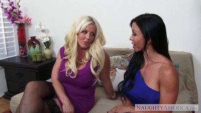 Milfs bijouterie jade with the addition of alura jenson parcelling a chunky dong