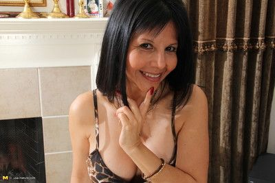 Hot american mom grooming to be abusive