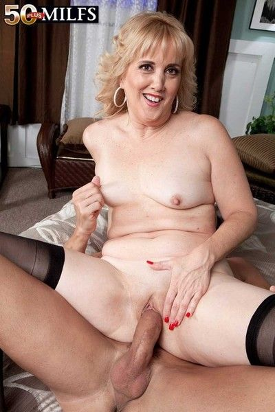 Milf rebecca williams having a enduring detect to suck