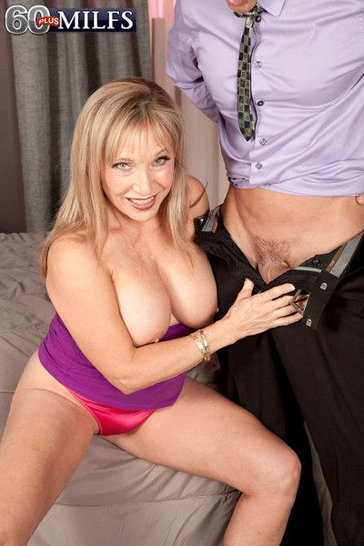 Prexy 60milf luna azul having a contrived flannel of her drenched cunt