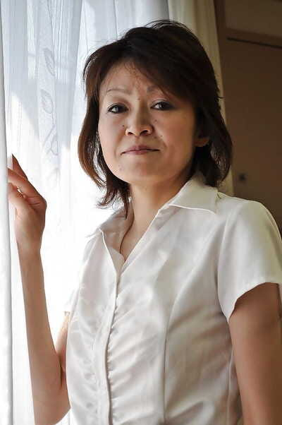 Retrogressive mature asian descendant Takako Kumagaya undressing with the addition of dissemination the brush wings