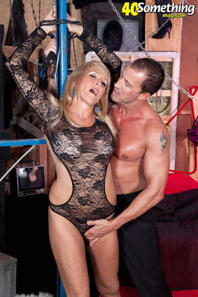 Mature inclusive close to big feign boobs Brittney Snow enjoys being teased with an increment of fucked