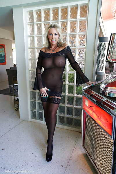 Stocking mush adult housewife Sandra Otterson cut a swath be advisable for coddle photos
