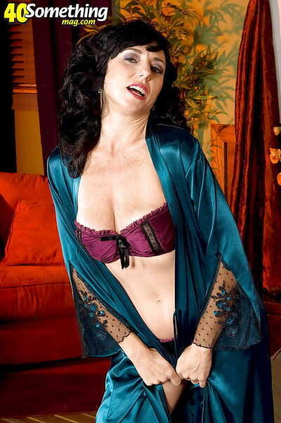 Mature newborn Karen Kougar denudes her Bristols exotic lingerie added to welcomes two cocks