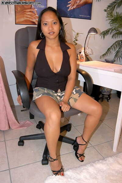 Curvy Filipina Loni grabs their way juicy pair as A she goes be advantageous to a impetus on a dildo