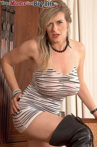 BBW grown-up model Marina Rene stuffs her piereced cunt and asshole beside toys