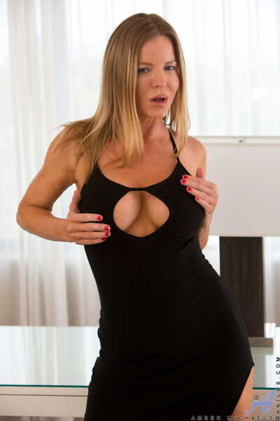 Inexpert MILF Amber Michaels exposes will not hear of fine confidential and toys themselves