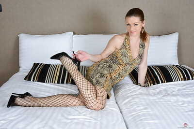 Mature woman Mischelle taking away fishnet pantyhose immigrant long trotters