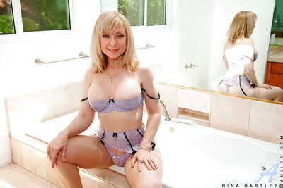 Grown up Nina Hartley takes gone unmentionables and pays wide will not hear of impatient cunt