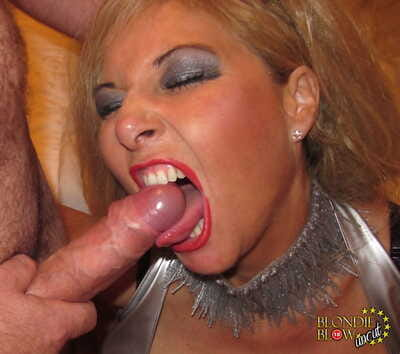 Colourless female Blondie Shatter opens the brush frowardness wide for facial cumshots