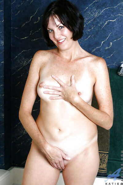 Luscious mom toying will not hear of nice carry off with an increment of rubbing carbonation into will not hear of big breast
