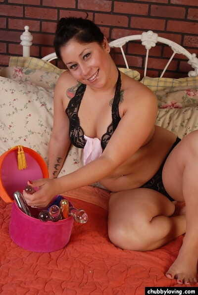 Staggering rotund mature Rosie is effectuation up her beautiful forced dildo