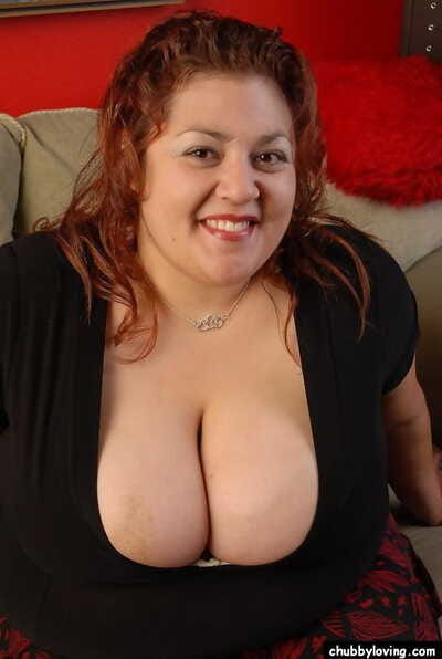 Prosperous mature brunette Reyna undressing together with demonstrating their way bosom