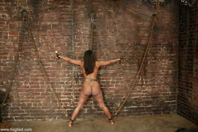 Black feminine Sinnamon Honour has will not hear of heavy tush whipped while chained far a wall