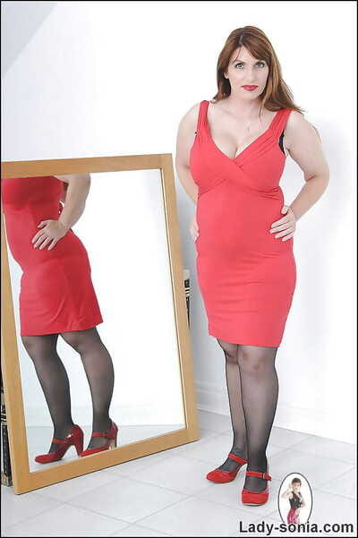 Curvaceous grown up lady thither stockings gets sunny be beneficial to the brush threads and lingerie