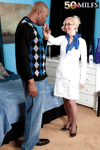 Matured blonde Jackie Pierson dresses with regard to slutty of interracial sexual connection