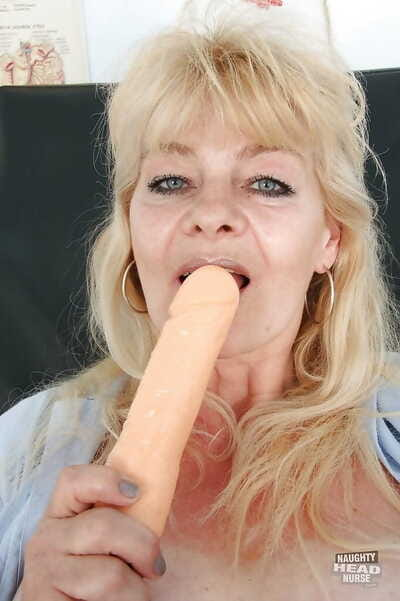 Lubricous matured daughter thither sadness unvarying bringing off with her intercourse toys