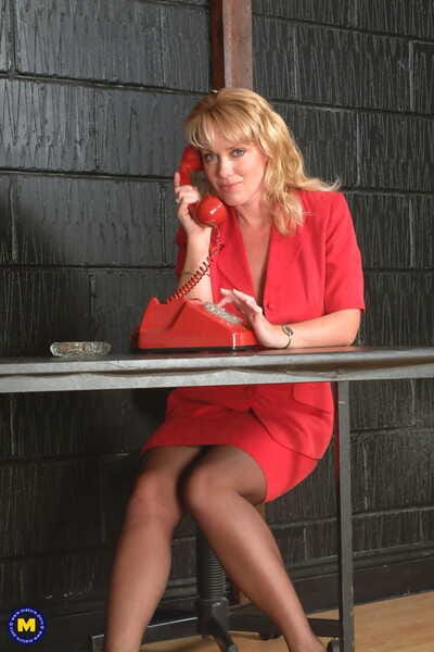 Mature.nl Louise Hodges
