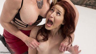 Casting couch: milf proficiency recruiter initiates sex-mad lesbian slut!