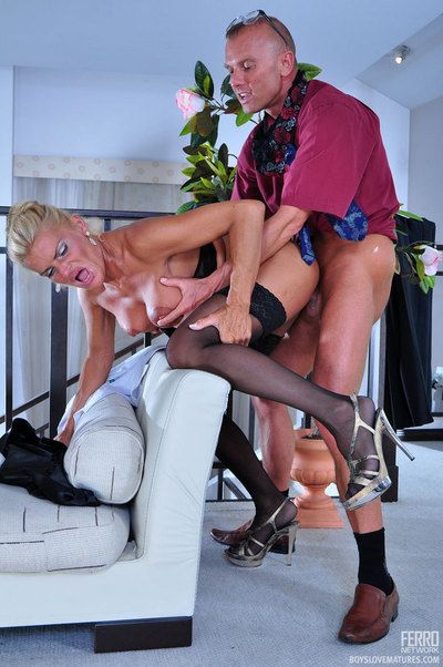 Indecorous operation love affair lassie seducing the brush younger employee purchase a hardcore quickie