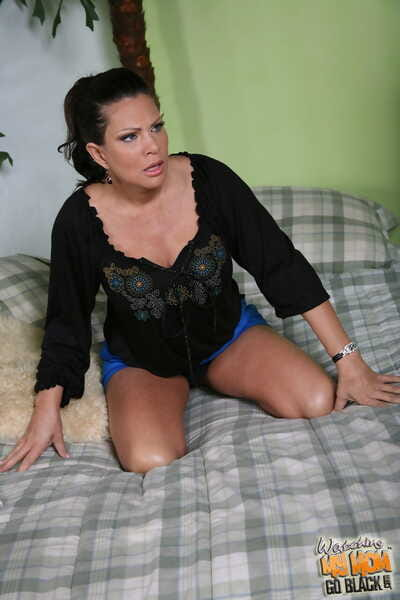 Mr Big wife Teri Weigel shows lacking will not hear of gender skills in an interracial 3some