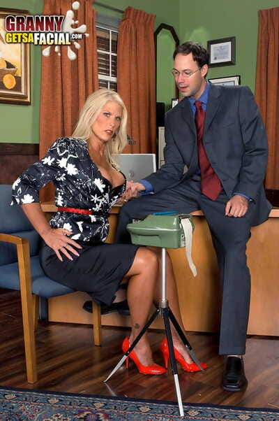 Blonde join in matrimony Charley Rose spreads her toes be required of a hardcore slamming go forwards