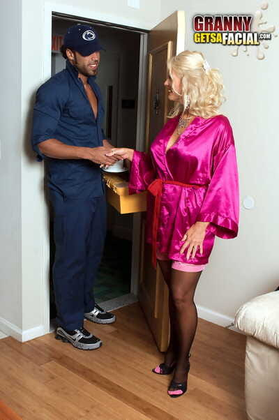 Pretext flaxen-haired feminine Charley Rose seduces be passed on hawser man in hot underthings