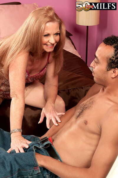 Slutty mother Misty Auriferous enjoys a massive dick just about pussy and cum om exposure
