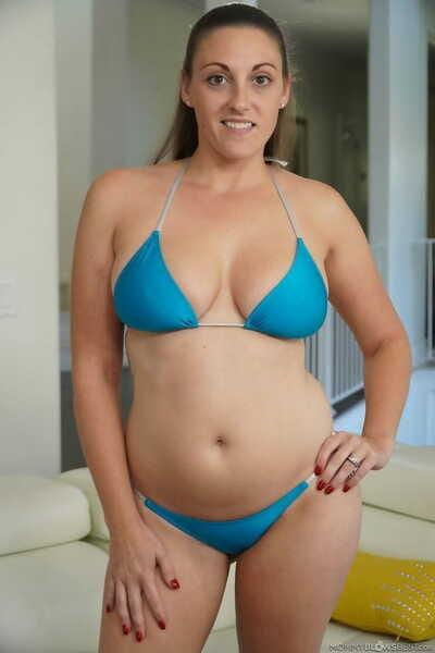 Brunette nourisher Melanie Hicks shows say no to heavy pair more tan lines & sucks heavy gumshoe