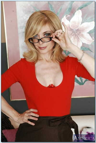 Sex-hungry adult lassie Nina Hartley brief will not hear of soul together with inviting twat