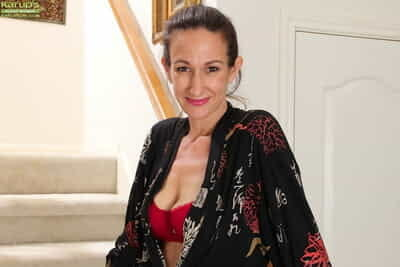 Dazzling mature with calumnious dreams Genevieve Apogee loves ID