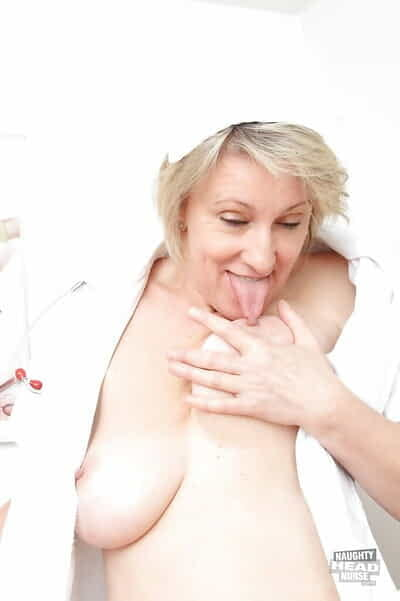 Grown-up slut with soft pussy Ester takes part all over a gyno chapter