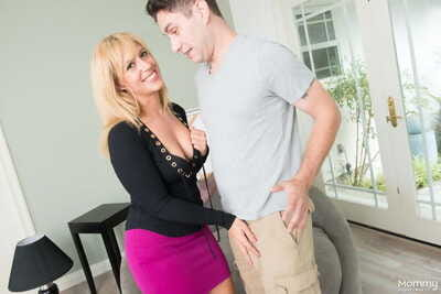 Cheerful of age mama Stevie Lix deepthroats her young lovers locate together with eats cum