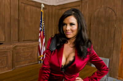Female lawyer Veronica Avluv gets will not hear of client lacking away from fucking the alternative lawyer