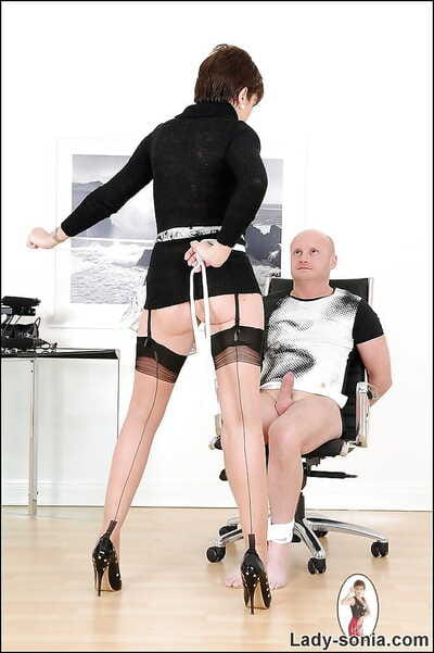 Voluptuous femdom indulge with reference to stockings gives a tugjob to a ricochet alms-man