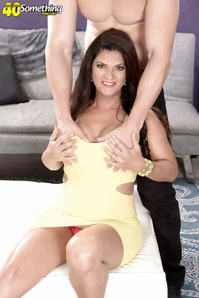 Grown up old lady Valentina Rosario receiving hardcore shaved twat fucking