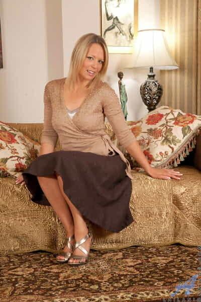 British housewife Lailani undressing coupled with massaging dramatize expunge brush pussy on dramatize expunge sofa