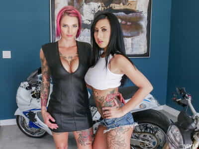 Take charge pornstars Lily Lane coupled with Anna Bell Peaks share a dong prepay a bike