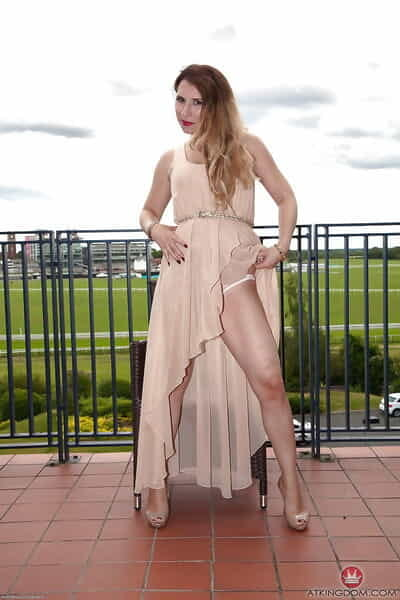 Aged daughter just about raiment and high heels promulgation muted pussy out of the closet