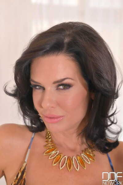 Squirting big breasted MILF Veronica Avluv gets say no to pussy slammed