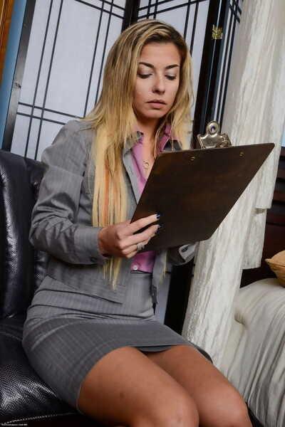 Hot older sprog Alana Luv pulls right arm for In men