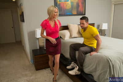 Lusty housewife Emma Starr gets rammed together with jizzed unconnected with girder Johnny Fortress