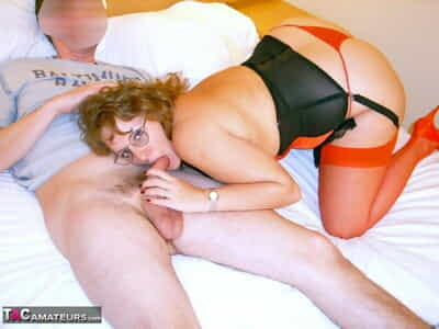 Big British tyro Curvy Claire exchanges oral intercourse on a verge around a certain