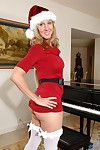 Hot mom wide a Santa outfit gets discouraging