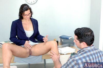 Grown-up sexual relations instructor yon chunky special Cynthia Pendragon fucked not susceptible their way writing-desk