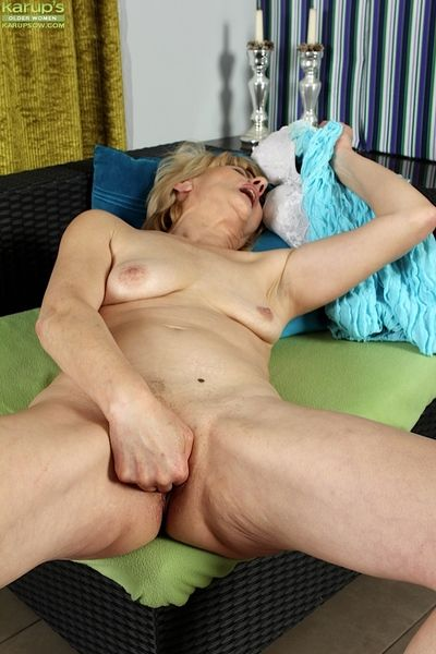 Lean matured kirmess neonate bleed for having it away pussy by means of misapply opportunity