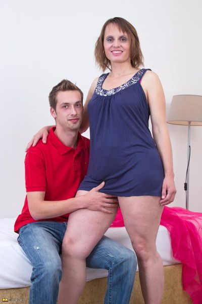Perishable housewife having it away enduring with the addition of pain